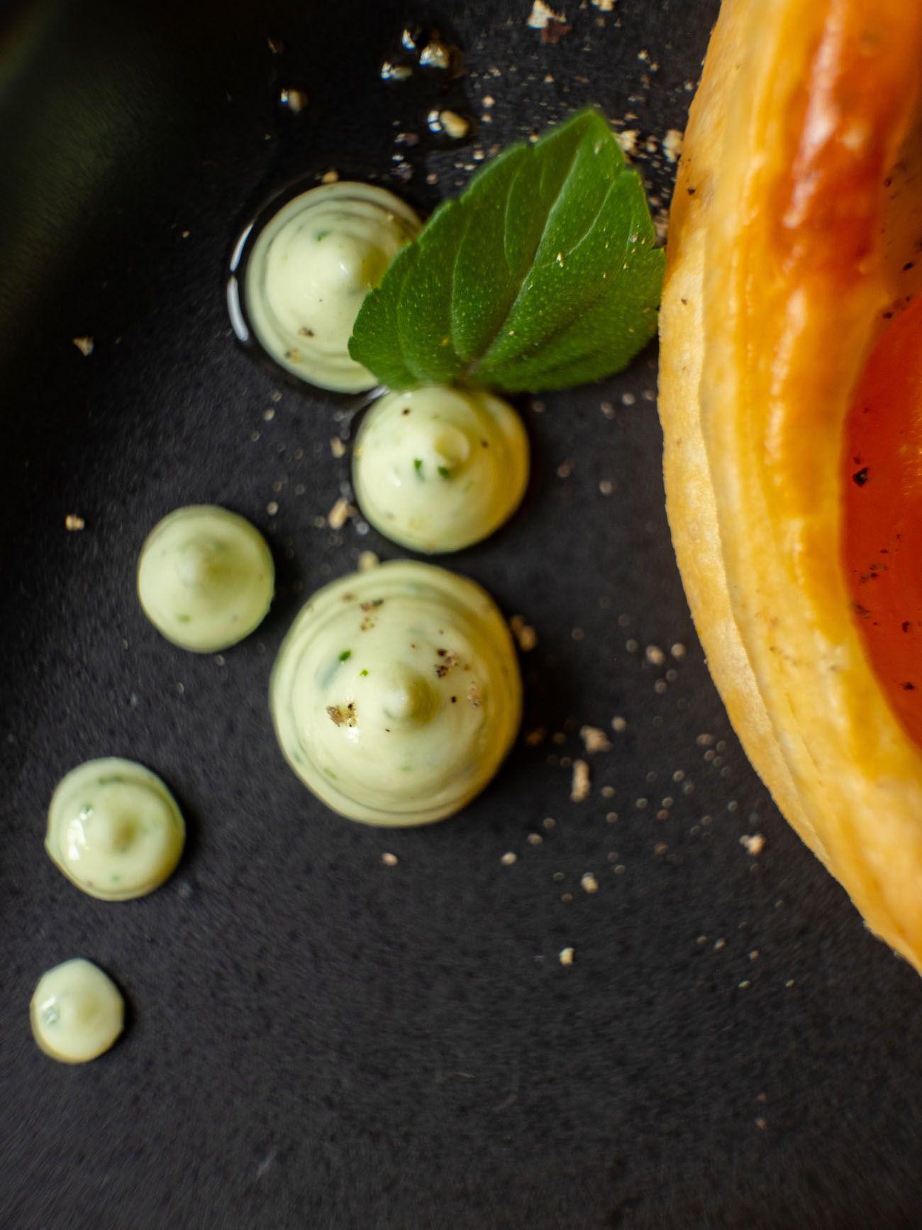 Rezept, Foodblog, About Fuel, Tomaten Zucchini Tartelettes mit Basilikum Feta Creme, Pfeffer