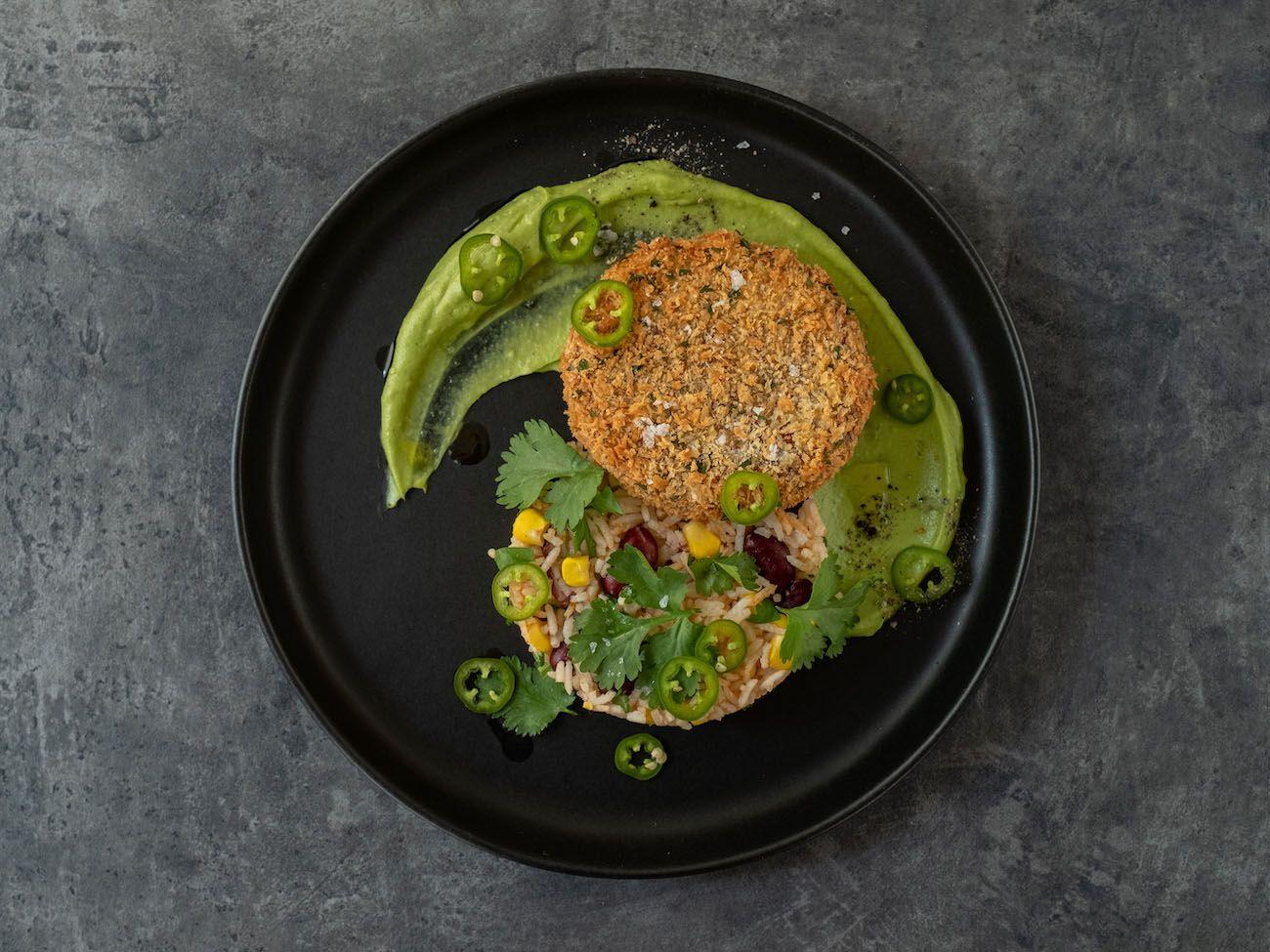 About Fuel, Foodblog, Bold Foods, Rezept, The Big T Schnitzel mit Reis und Avocadocreme, Mais, Koriander, Bohnen, Jalapeño