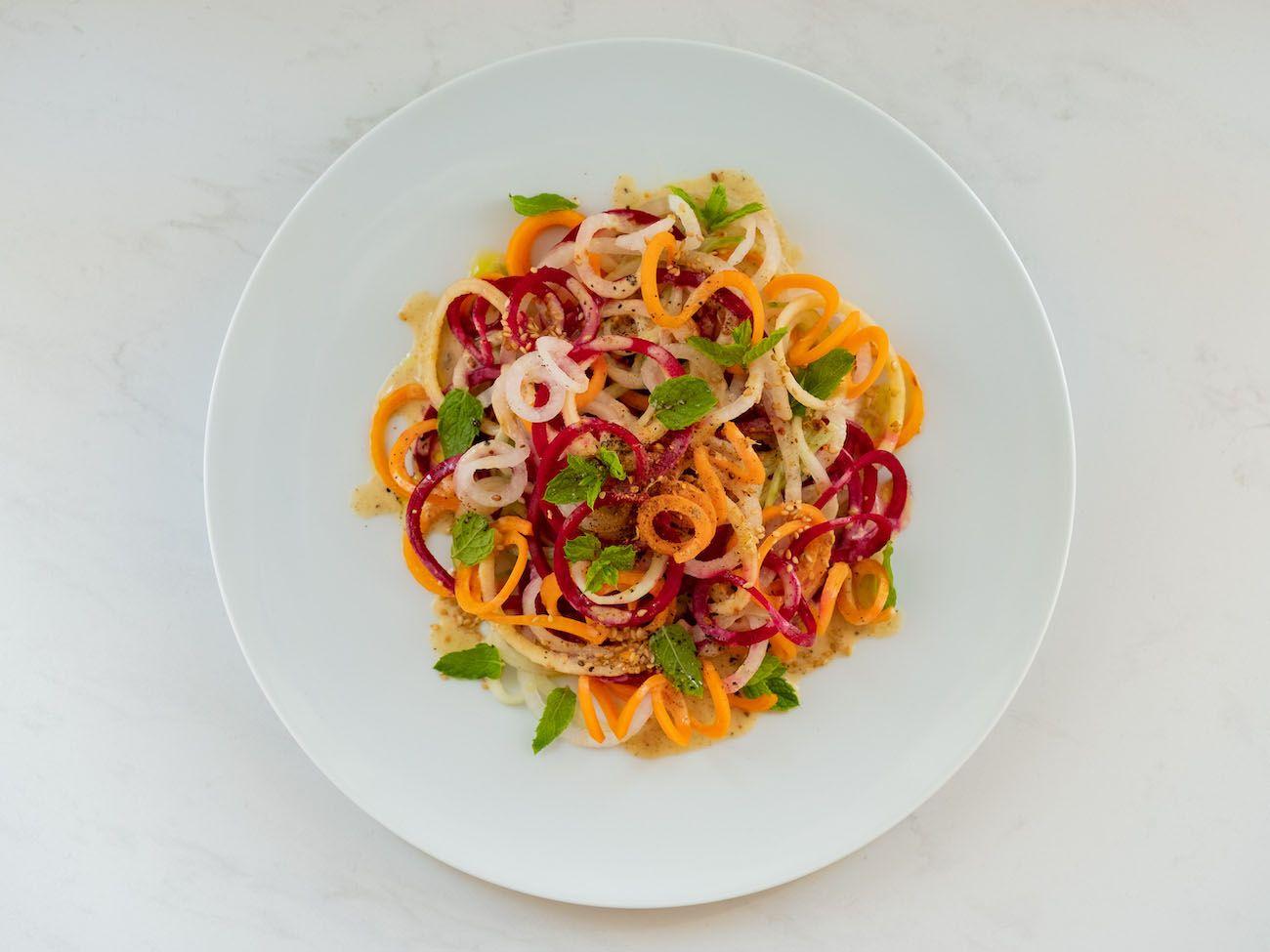 About Fuel, Foodblog, Rezept, Bunter Spiralensalat mit Tahini-Dressing, Gurke, Minze, Rote Bete, Salat