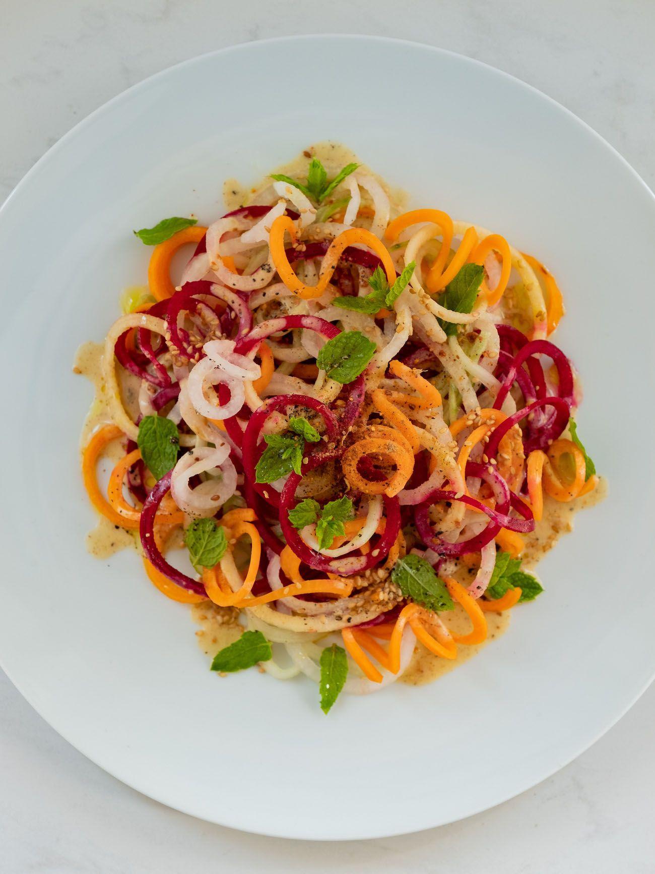 About Fuel, Foodblog, Rezept, Bunter Spiralensalat mit Tahini-Dressing, Just Spices, Gurke, Karotte, Apfel
