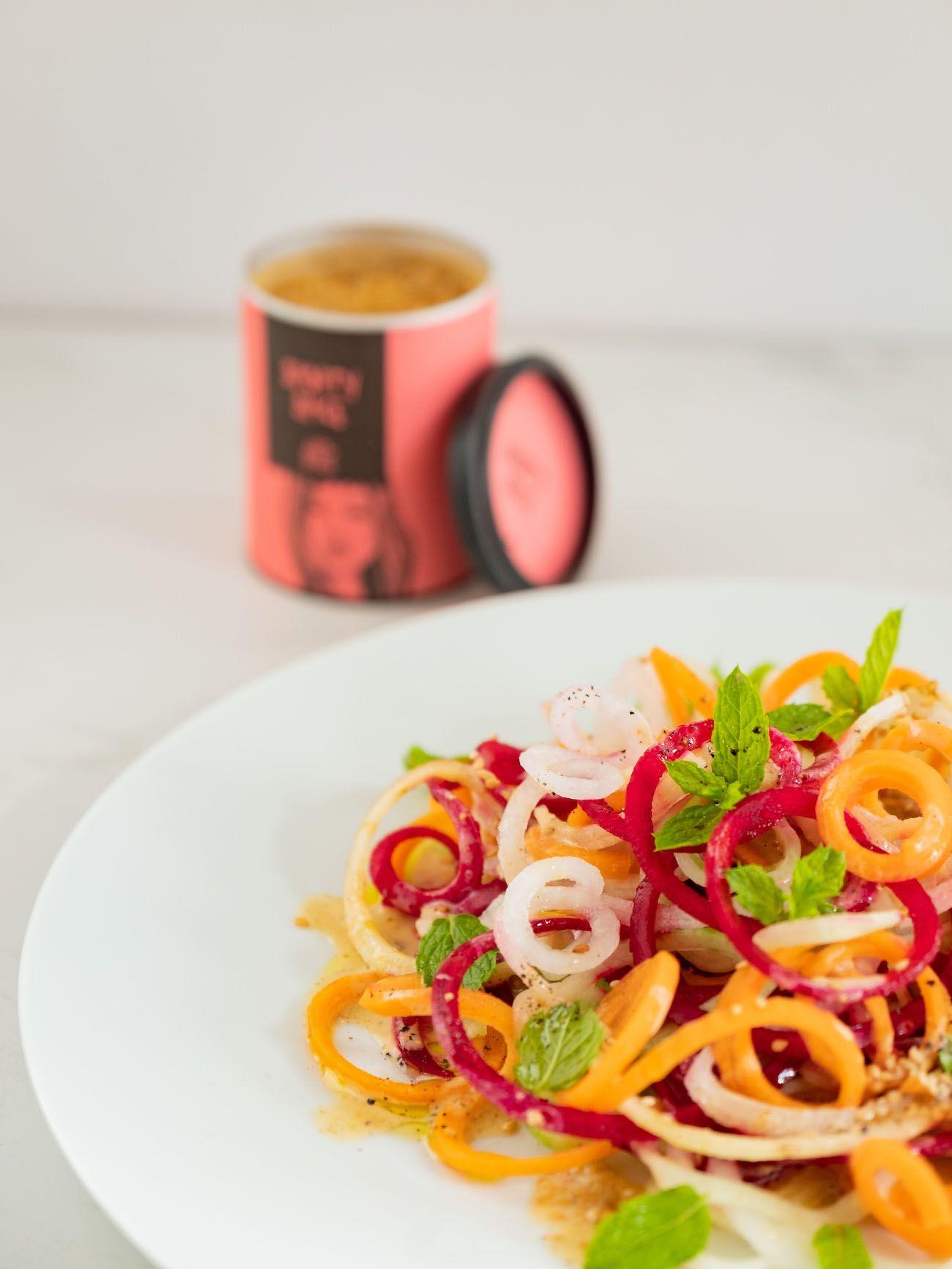 About Fuel, Foodblog, Rezept, Bunter Spiralensalat mit Tahini-Dressing, Just Spices, Karotte, Gurke, Gewürz