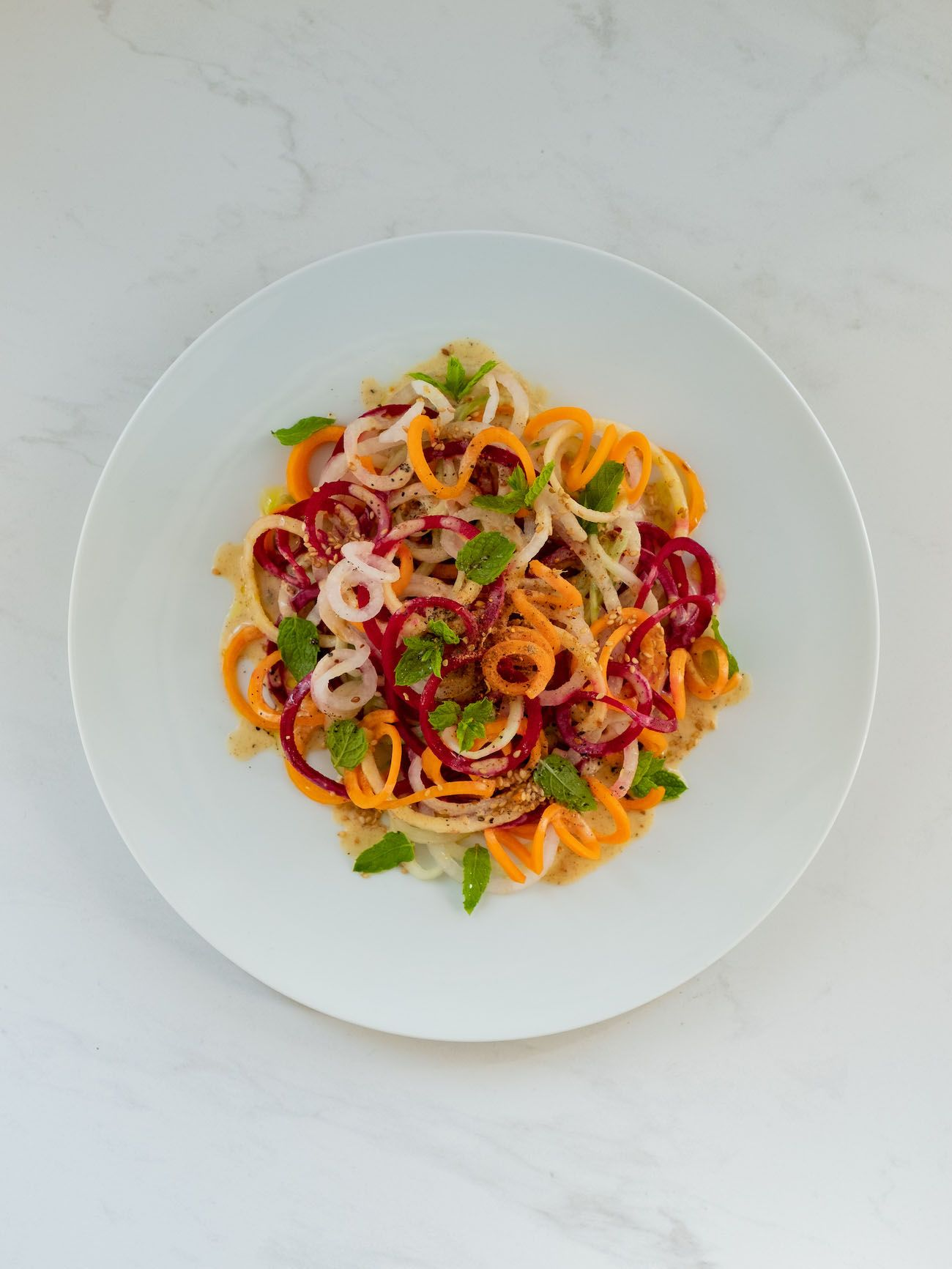 About Fuel, Foodblog, Rezept, Bunter Spiralensalat mit Tahini-Dressing, Just Spices, Rettich, Apfel, Rote Bete