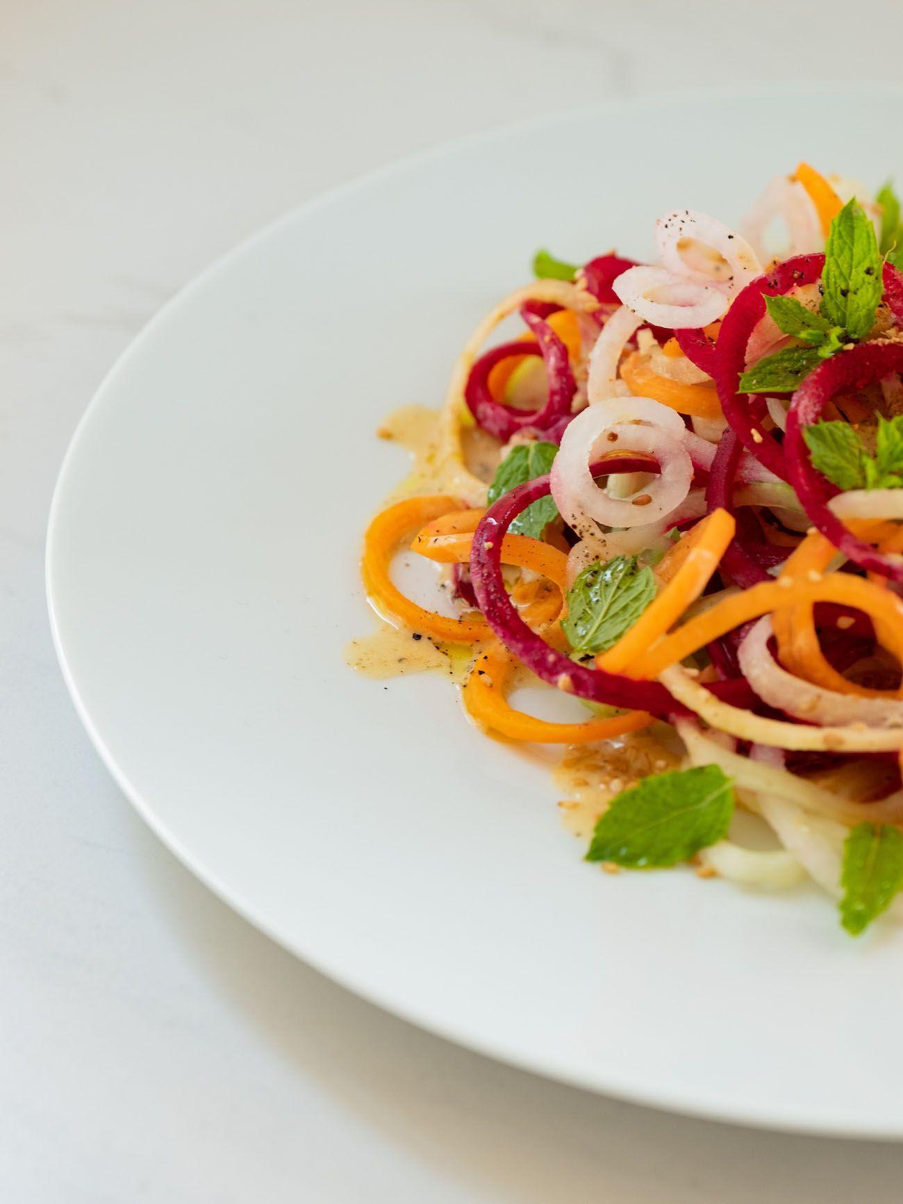 About Fuel, Foodblog, Rezept, Bunter Spiralensalat mit Tahini-Dressing, Rote Bete, Karotte, Minze