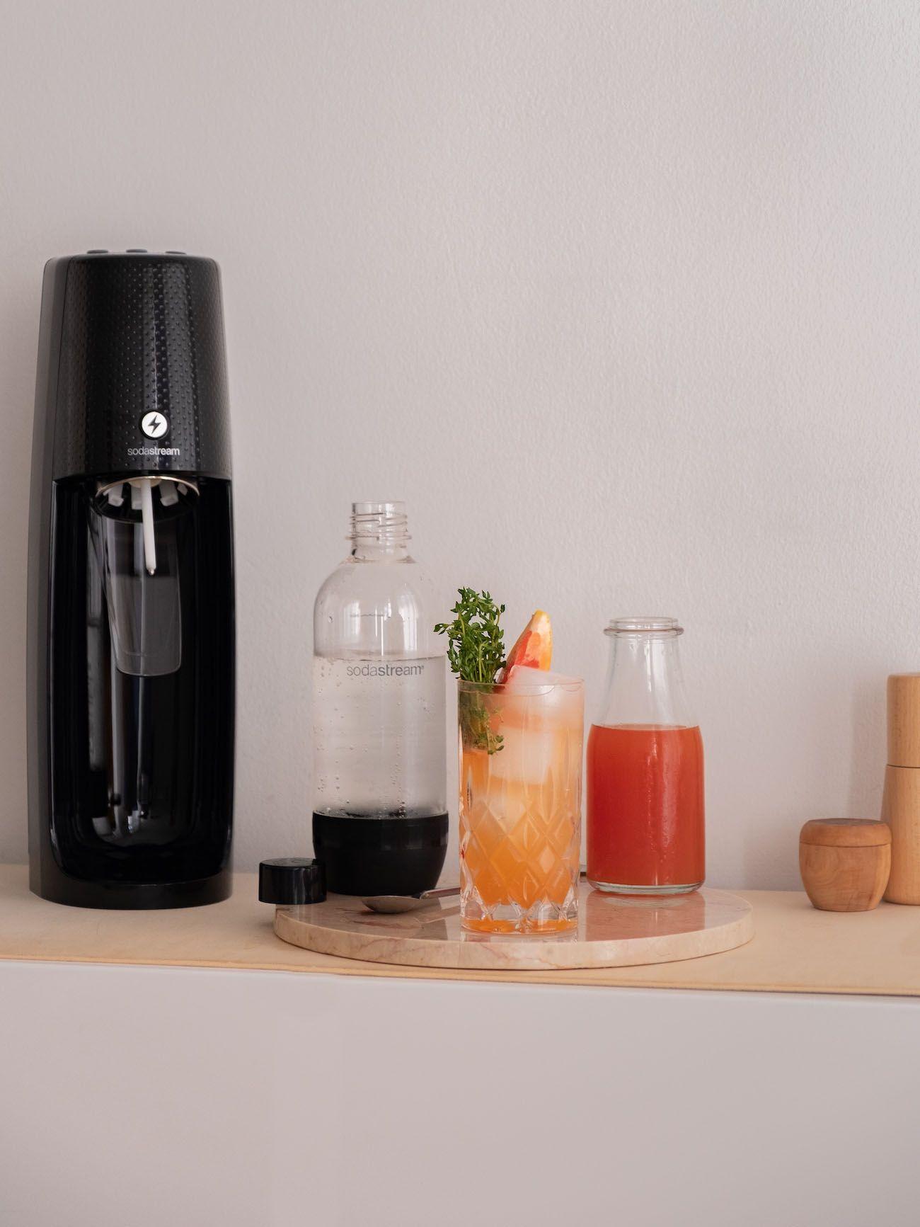 Foodblog, About Fuel, Soda Stream, Sirup, Rezept, Pink Grapefruit mit Thymian, Eiswürfel, Flasche