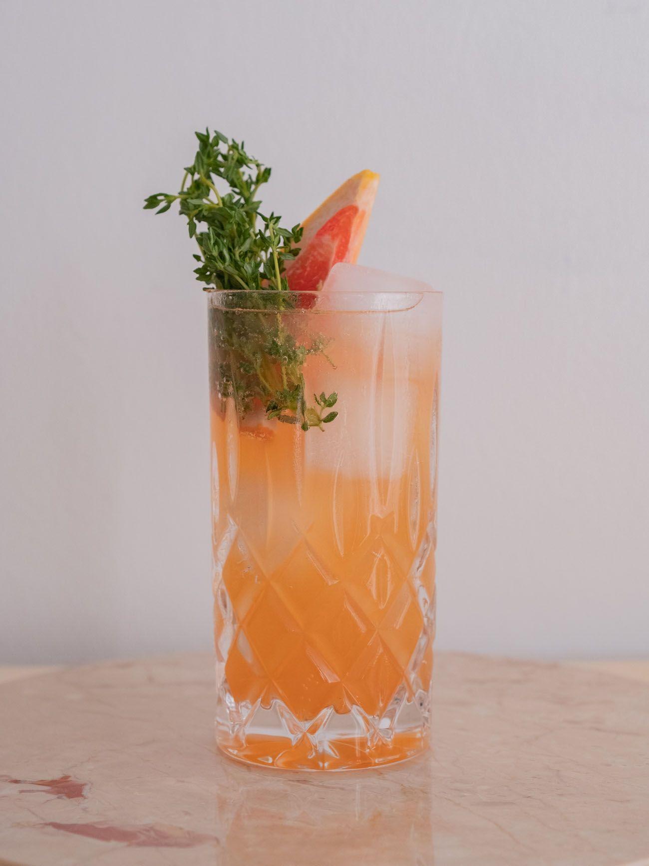 Foodblog, About Fuel, Soda Stream, Sirup, Rezept, Pink Grapefruit mit Thymian, Glas