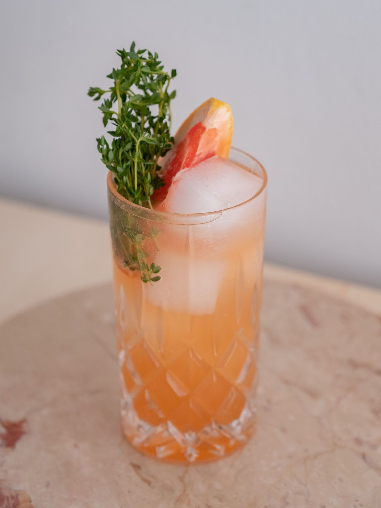 Foodblog, About Fuel, Soda Stream, Sirup, Rezept, Pink Grapefruit mit Thymian, Limonade, Glas, Drink