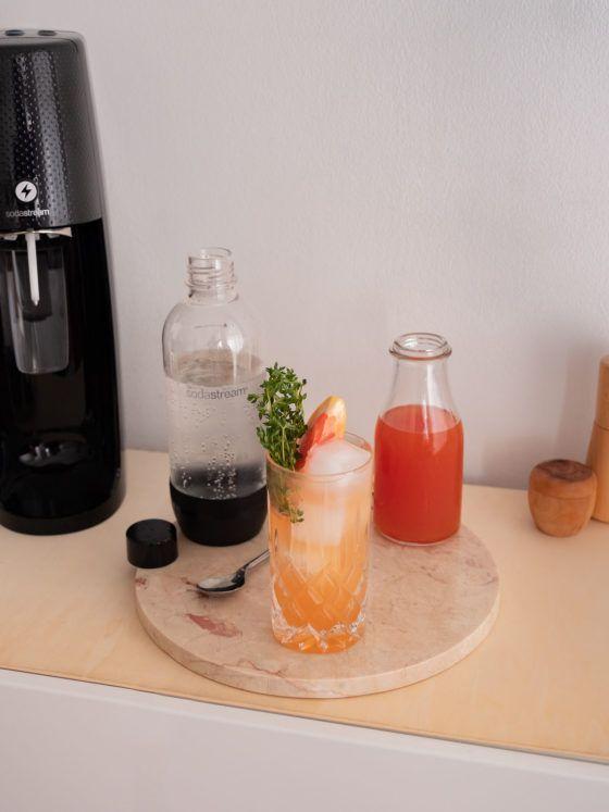Foodblog, About Fuel, Soda Stream, Sirup, Rezept, Pink Grapefruit mit Thymian, Löffel, Limonade, Eiswürfel