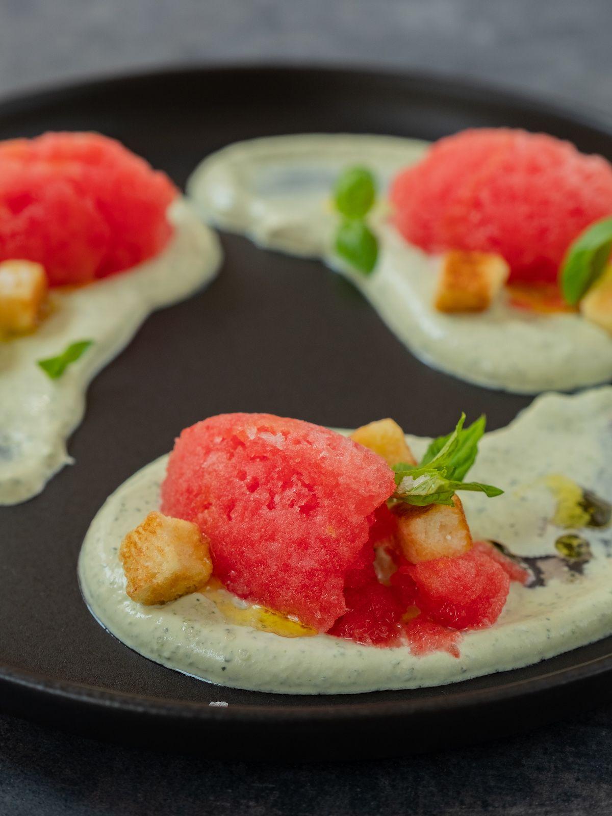 Foodblog, Rezept, Wassermelonengranita auf Basilikum-Minz-Schmand und Brioche-Croutons, Dessert, Nachtisch