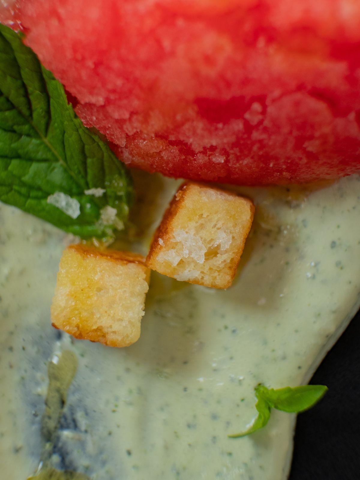 Foodblog, Rezept, Wassermelonengranita auf Basilikum-Minz-Schmand und Brioche-Croutons, Nachtisch