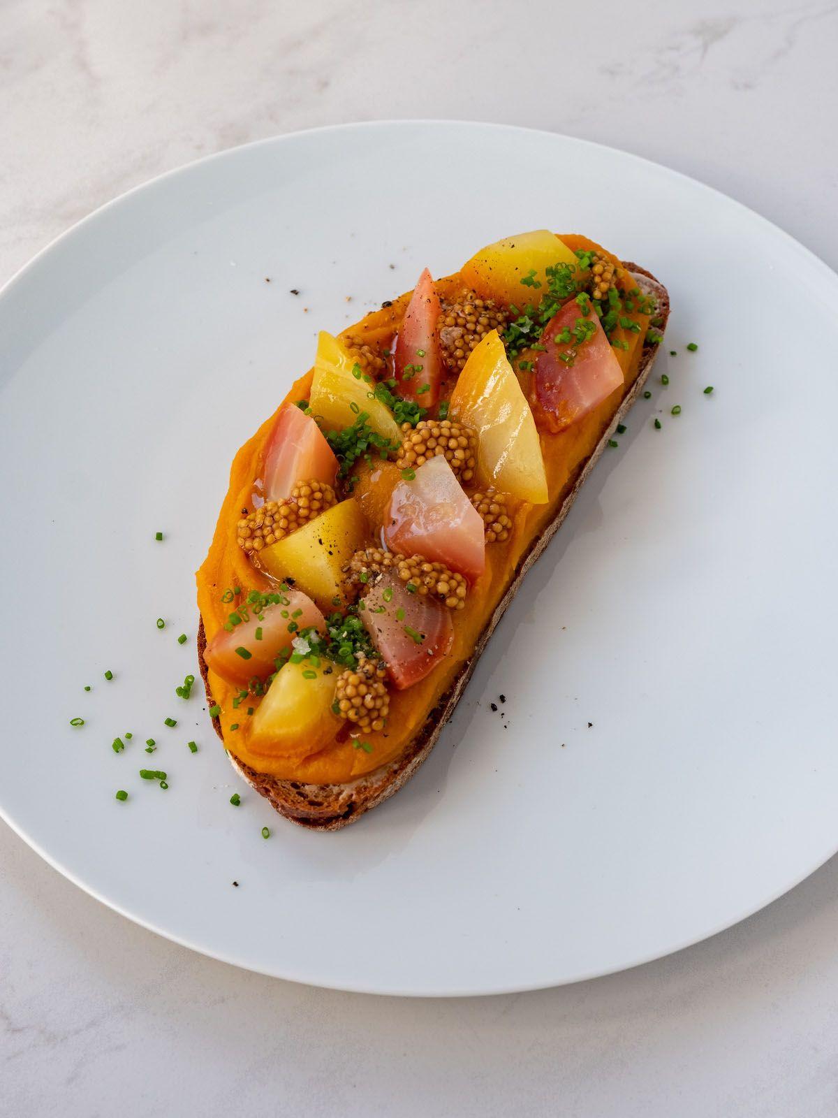Foodblog, About Fuel, Rezept, Sandwich, Kürbis Zwiebel Marmelade, Schnittlauch, Pfeffer, Gelbe Bete, Brot
