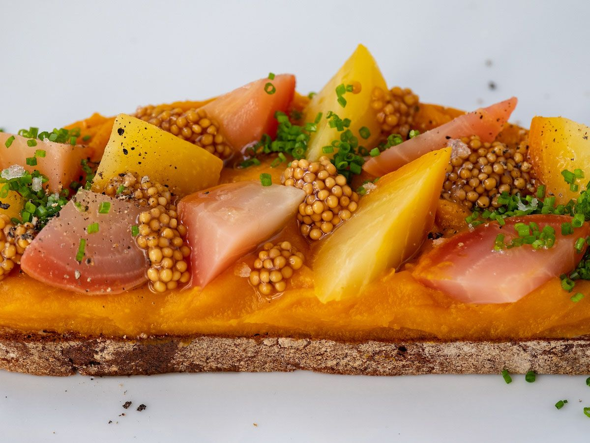 Foodblog, About Fuel, Rezept, Sandwich, Kürbis Zwiebel Marmelade, Schnittlauch, Pfeffer, Olivenöl, Gelbe Bete, Gestreifte Bete