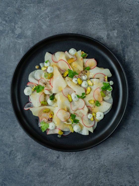 About Fuel Foodblog, Salat, Kohlrabi Carpaccio, Pistazien, Petersilienschmand, Radieschen