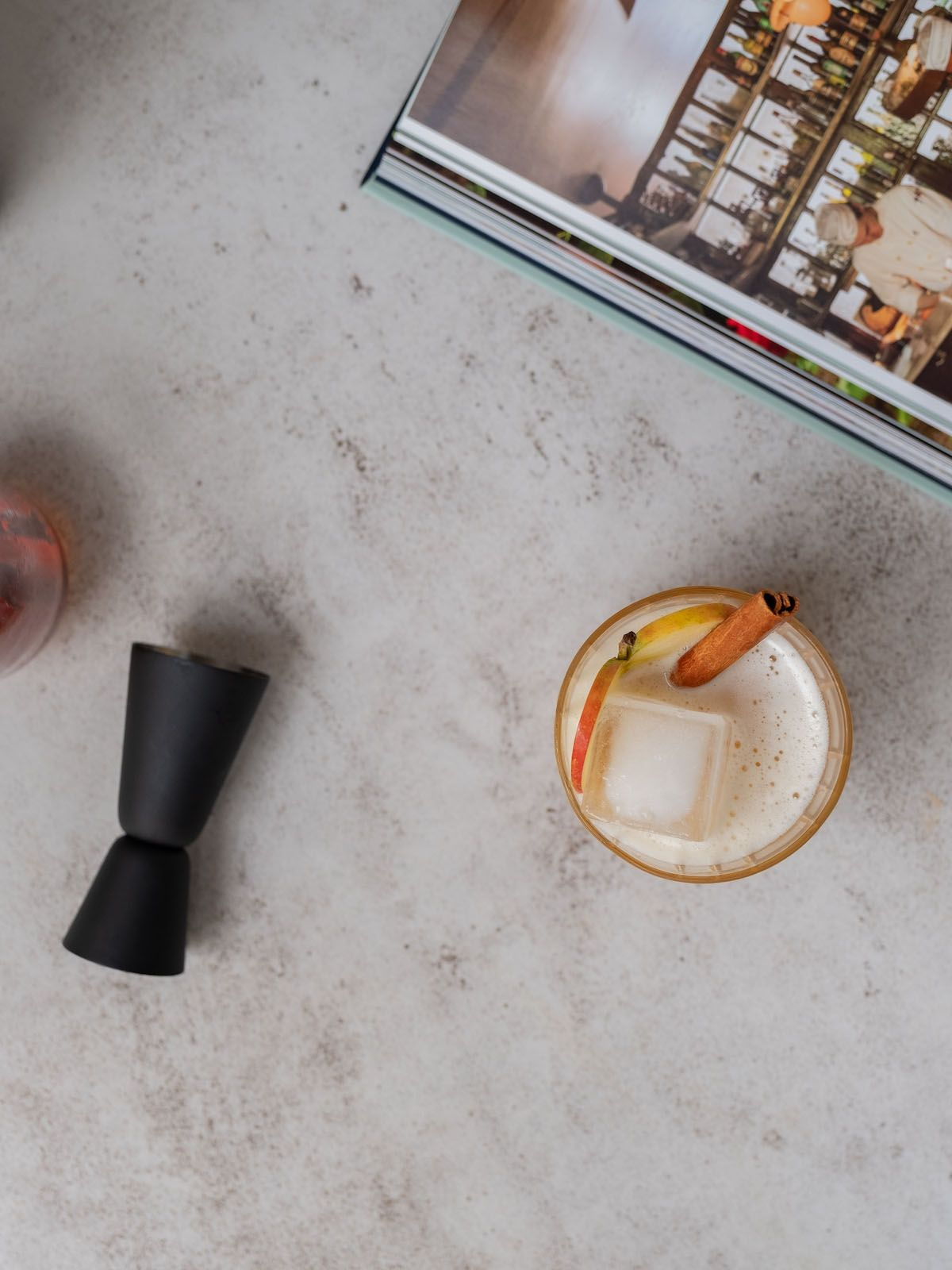 Rezept About Fuel Foodblog Ketel One Bratapfel Sour, Jigger, Zimt, Apfelsaft