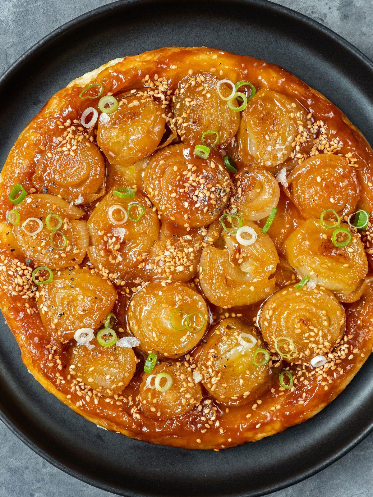 Rezept About Fuel Foodblog Zwiebel Tart Tatin Sesam, Frühlingszwiebeln, Blätterteig