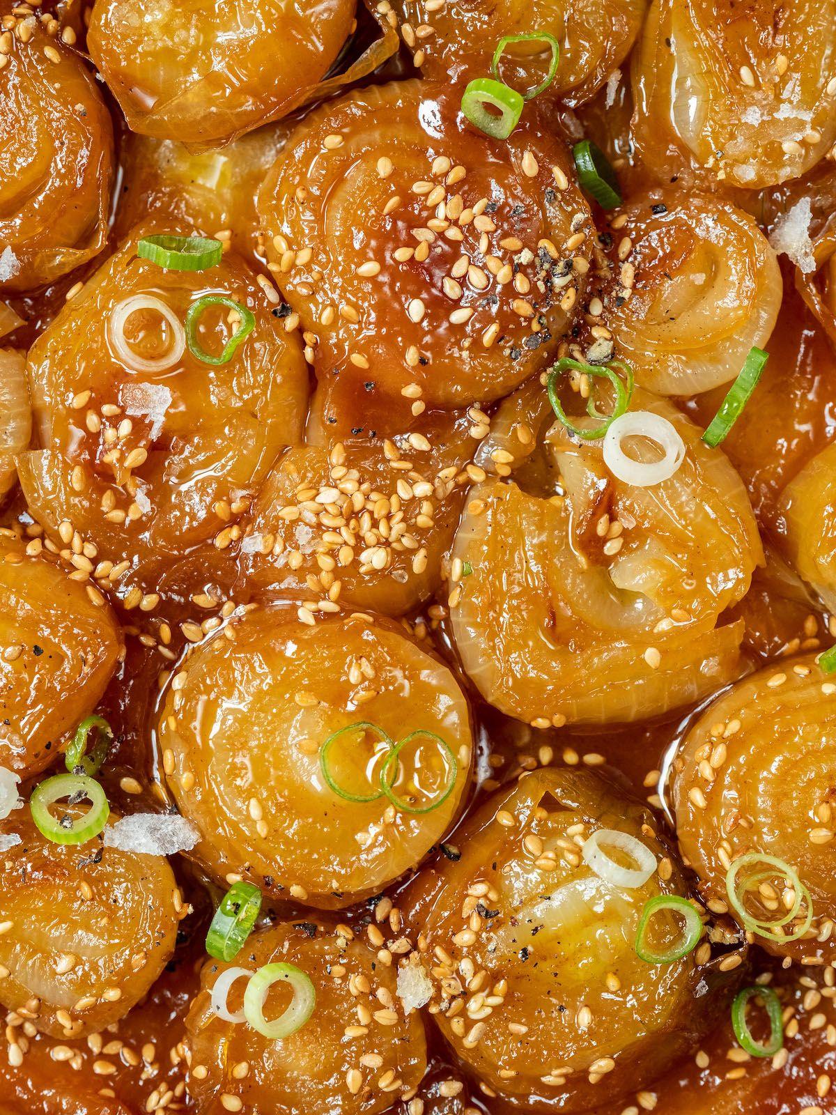 Rezept About Fuel Foodblog Zwiebel Tart Tatin mit Miso, Sesam und Frühlingszwiebeln