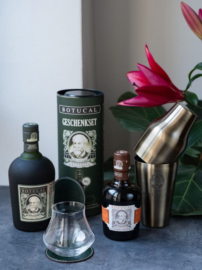 About Fuel Adventskalender Botucal, Set, Gewinnspiel, Rum, Shaker, Blume, Lilie