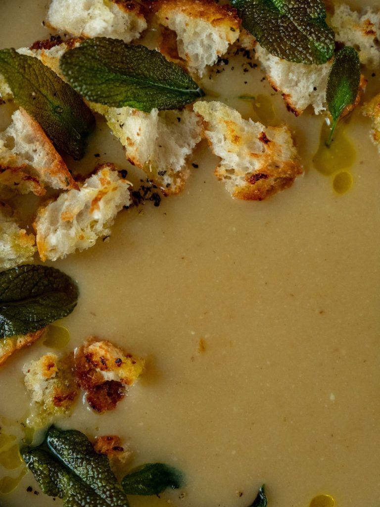 About Fuel, Rezept, weiße Bohnesuppe, Olivenöl, Croutons, Pfeffer