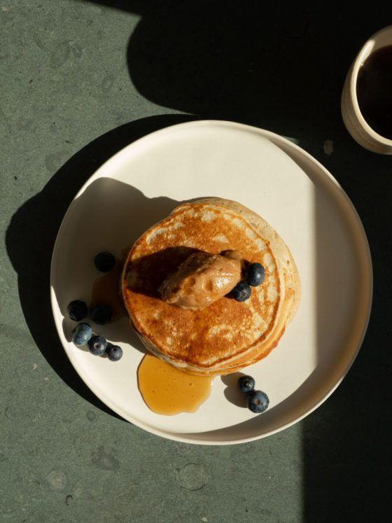 Foodblog, Rezept, Glutenfreie Pancakes, Mandel, Dattel, Kokos, Aufstrich, Blauberen, Ahornsirup