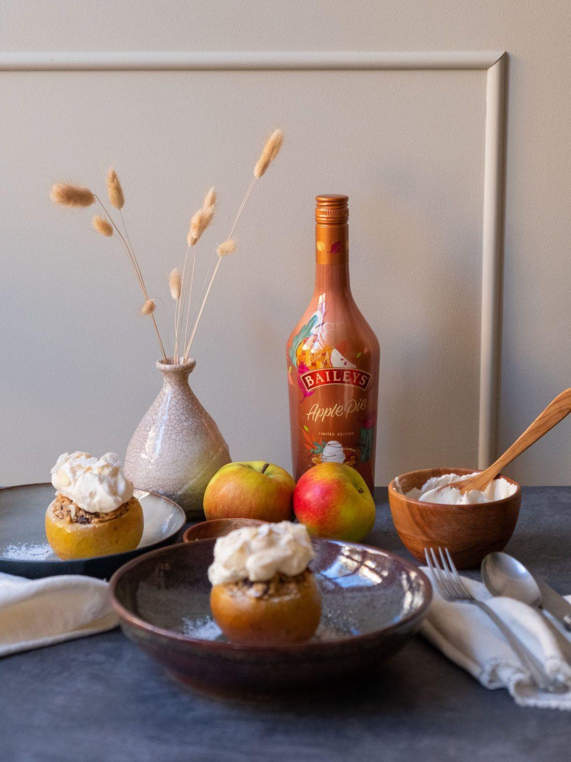 About Fuel, Foodblog, Baileys, Apple Pie, Schlagsahne, Likör, Bratapfel